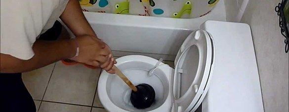 5 бързи идеи за отпушване на тоалетна